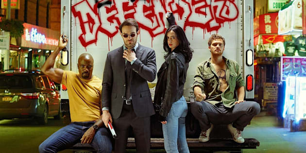 Da esquerda para a direita: Luke Cage, Demolidor, Jessica Jones e Punho de Ferro batalham pela alma de Nova York.