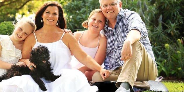 Les chaussures photoshopées du premier ministre australien valent le détour(nement)