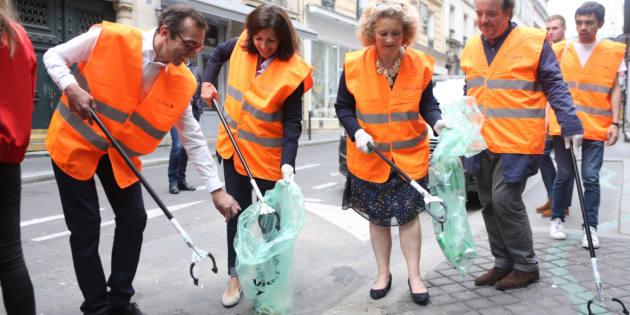 La maire de Paris Anne Hidalgo a participé à l'opération de nettoyage à Paris.