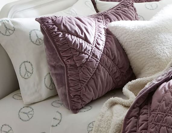 7 cozy flannel sheet sets for your bed this fall