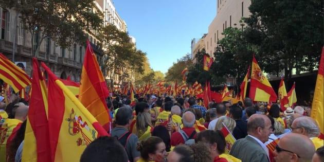 Catalogna, contro-manifestazione a Madrid In migliaia in piazza per l'unità della Spagna