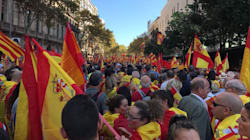 Il gotha dell'economia catalana chiede un passo indietro a Puigdemont. Gli unionisti in piazza a Barcellona, timori per nuovi