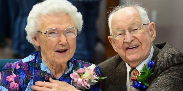 Irma et Harvey Schluter ont célébré leur 75e anniversaire de mariage à Spokane dans l'État de Washington, en mars.