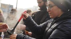 À Paris, des bénévoles aidant les migrants sont accablés par des amendes pour stationnement