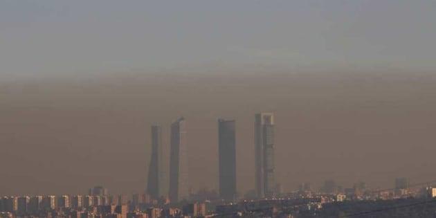 Imagen de archivo de la 'boina' de contaminación en Madrid capital.