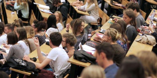 À partir de la rentrée 2019, ils devraient devoir s'acquitter de 2770 euros en licence et 3770 euros en master et doctorat. Soit une hausse de près de 1500%.