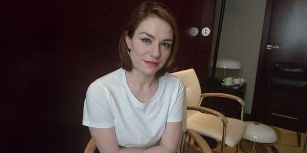 """Émilie Dequenne au """"HuffPost"""": """"dans une caserne, on ne s'embarrasse pas de manières entre hommes et femmes""""."""