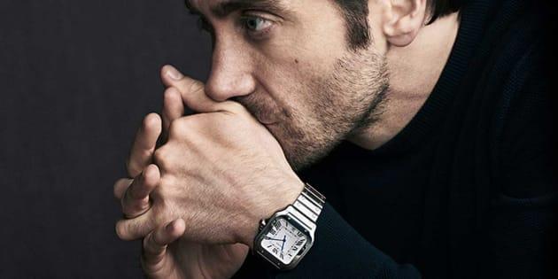 Jake Gyllenhaal es la nueva imagen del Santos de Cartier, el primer reloj de pulsera en el mundo.