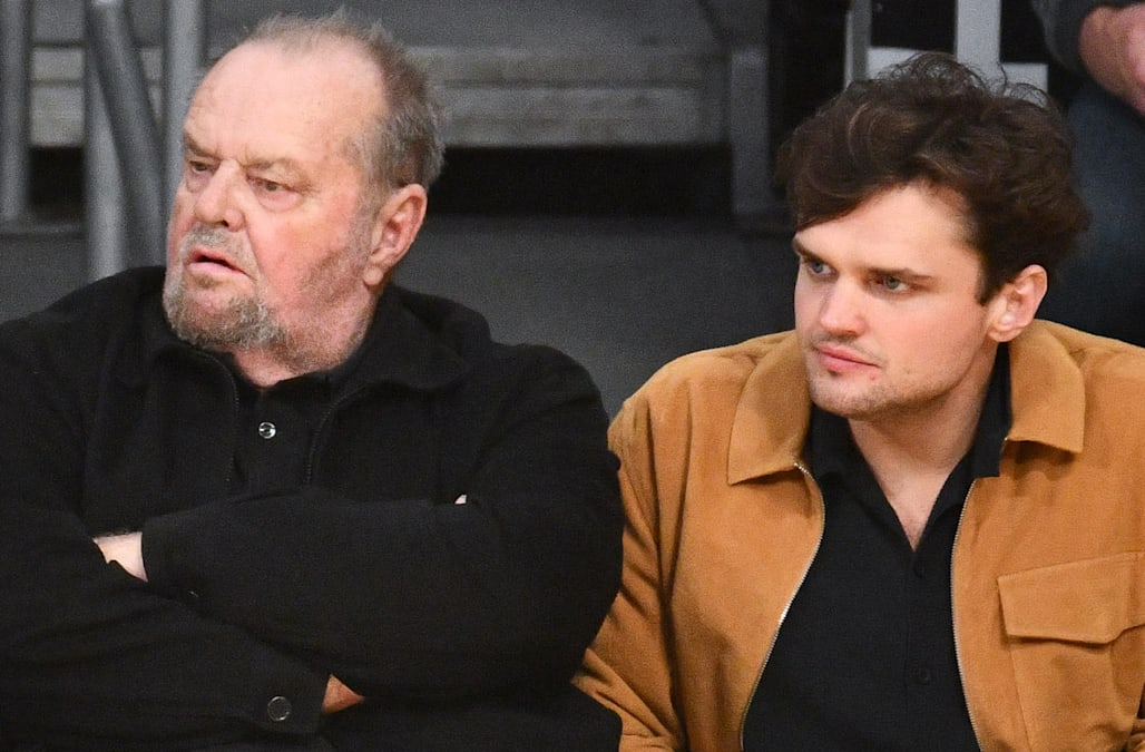 Jack Nicholson And Son Ray Sit Courtside To Cheer On La Lakers Aol Entertainment According to him, my mother never saw the irony of calling me a son of a bitch. https www aol com article entertainment 2018 11 08 jack nicholson and son ray sit courtside to cheer on la lakers 23584130