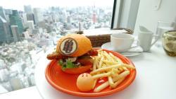 Esta hamburguesa de Dragon Ball es lo que tu niñx interior ha
