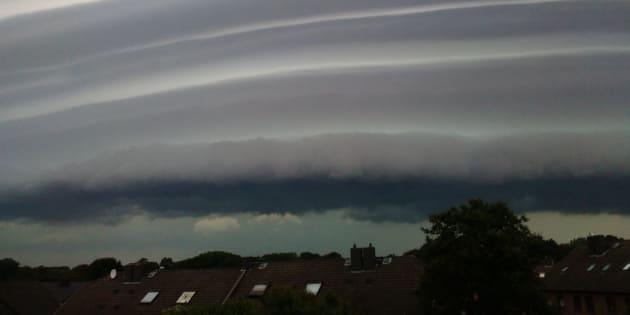 Les images impressionnantes de la tempête qui a fait deux mort à Hambourg.