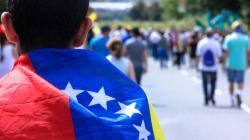 ¿Marchar o migrar? Para los jóvenes en Venezuela, esa es la