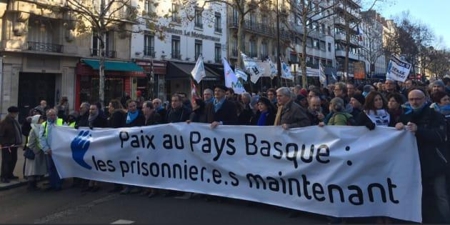 Des milliers de manifestants à Paris pour la libération des prisonniers basques.
