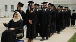 La 'Malala afgana' y la ovación que recibió al graduarse con