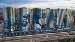 葛飾北斎の巨大壁画、モスクワの団地に出現