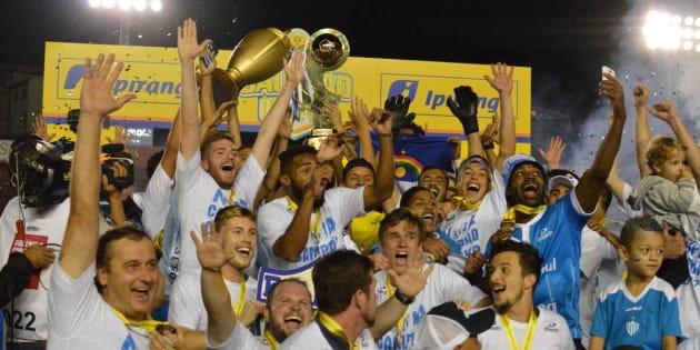 Time do interior do Rio Grande do Sul comemora vitória histórica no campeonato gaúcho.