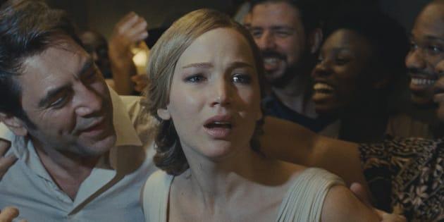 Na história com Javier Bardem (à esq.) e Jennifer Lawrence, todo limite é rompido.