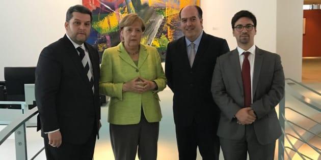 Maduro: Si algo me pasa, ¡retomen el poder y hagan una revolución más radical! - Página 4 Http%3A%2F%2Fo.aolcdn.com%2Fhss%2Fstorage%2Fmidas%2F7e7a0c64f78d877eeac88f3d23a9fa6c%2F205636985%2FDJDHJxbXoAA_DeZ
