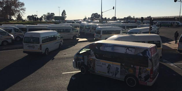 Taxi strike causes delays on N12; R21 at airport is clear