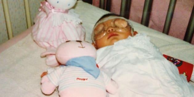 白内障の手術のために入院していた生後3カ月のころ=サクラコさん提供