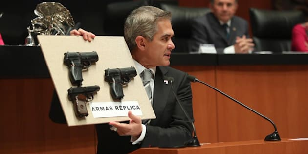El senador Miguel Ángel Mancera presenta propuesta para castigar armas de juguete con prisión preventiva oficiosa.