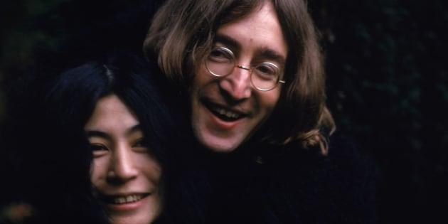 John Lennon e Yoko Ono, em 1968.