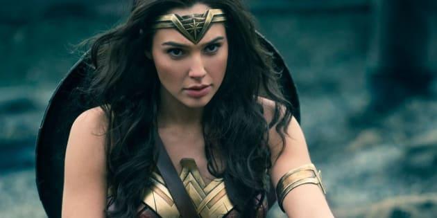 Gal Gadot é a atriz que interpreta a 'Mulher Maravilha' em novo filme inspirado na personagem da DC Comics.