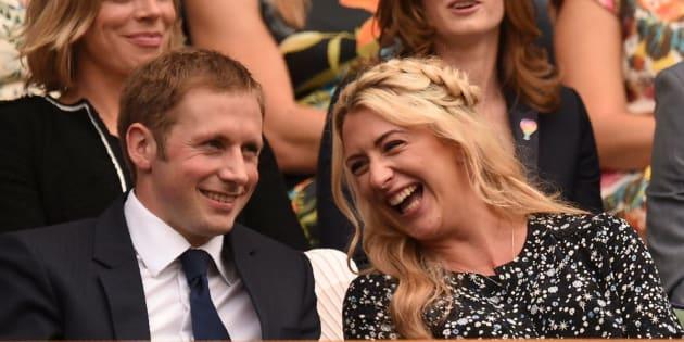 Los ciclistas británicos Laura Kenny y Jason Kenny, durante el sexto día de Wimbledon.
