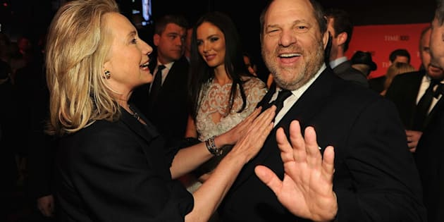 A secretária de Estado Hillary Rodham Clinton e o produtor Harvey Weinstein no coquetel TIME 100 Gala, As 100 Pessoas Mais Influentes do Mundo da TIME, no centro Jazz at Lincoln, em Nova York, 24 de abril de 2012.