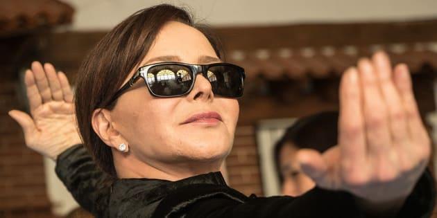 Puri cerró campaña en la CDMX y apareció vestida del personaje de Trinity de la película Matrix para hablar del internet de las cosas.