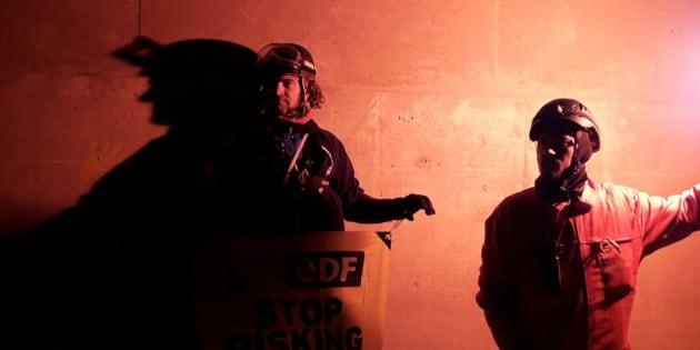 Deux militants de Greenpeace sur le site de la centrale.