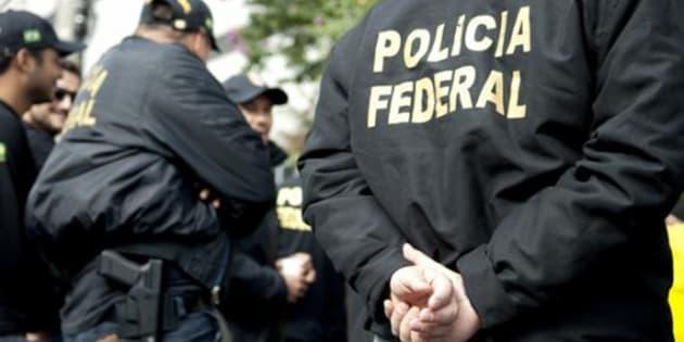 Operação da Polícia Federal para desarticular um esquema de tráfico internacional de cocaína foi deflagrada nos estados do Paraná, de São Paulo, Minas Gerais, do Rio Grande do Sul e Distrito Federal.