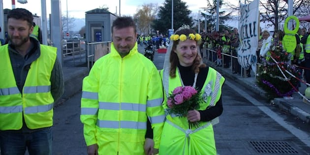 Tarbes : deux Gilets jaunes se marient sur leur barrage filtrant
