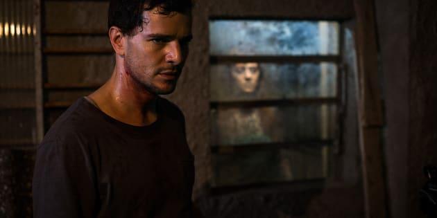 Daniel de Oliveira interpreta um profissional de necrotério com dom paranormal em 'Morto Não Fala'.