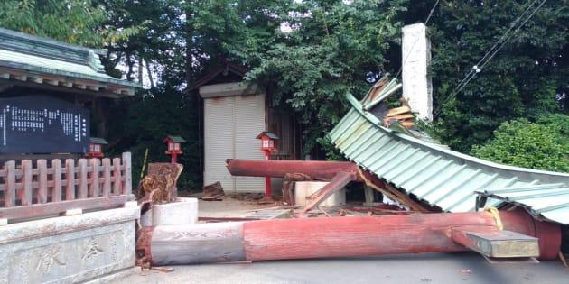 倒壊した鷲宮神社の鳥居