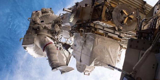 Station spatiale internationale : une sortie d'urgence pour remplacer un ordinateur en panne