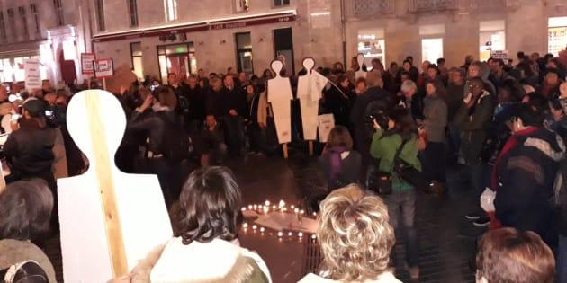 Quelques heures avant l'arrestation, des centaines de personnes s'étaient rassemblées en mémoire de Razia, 34 ans et mère de trois enfants.