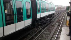 Un métro de la ligne 2 déraille à