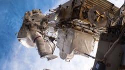 Suivez la sortie d'urgence pour remplacer l'ordinateur principal de la station spatiale