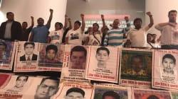 'Un poquito de dignidad', exigen a EPN padres de normalistas de
