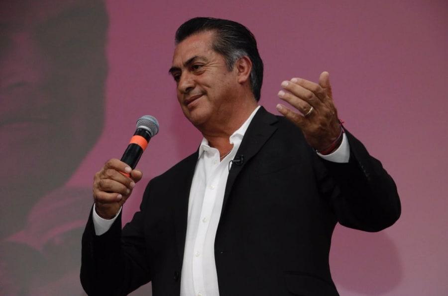 Jaime Rodríguez Calderón, El Bronco, durante el debate en la Universidad iberoamericana. #SinMiedoalaIbero