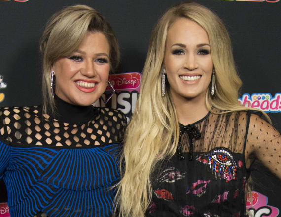 Kelly Clarkson dispels Carrie Underwood feud claims