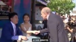 Quand Collomb aborde des touristes à Montmartre: