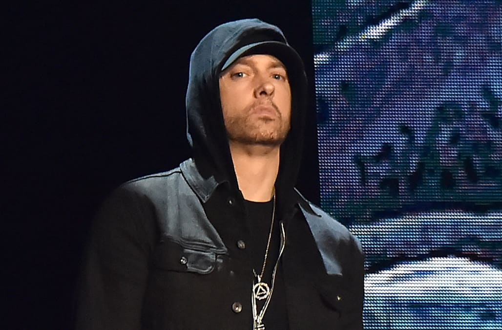 who is dating eminem now