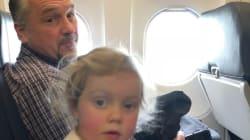 Après un voyage en avion tumultueux, cette jeune maman a retrouvé l'inconnu qui lui avait tendu la