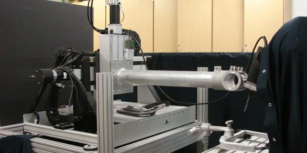 Cette machine permet de forer le crâne d'un patient automatiquement en moins de trois minutes.
