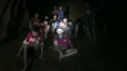 Les premières images des enfants prisonniers d'une grotte en Thaïlande, retrouvés sains et