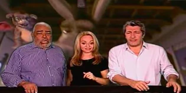 """Med Hondo (ici à gauche, avec Barbara Tissier et Alain Chabat), qui faisait la voix de l'âne de """"Shrek"""", est mort à 82 ans."""
