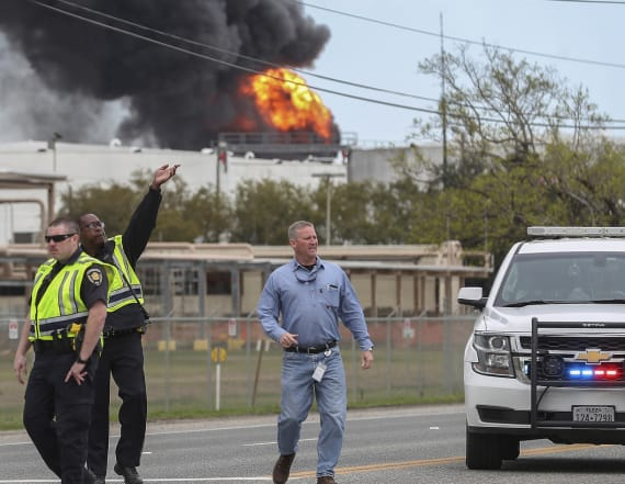 Crews fight fire at Texas petrochemicals plant