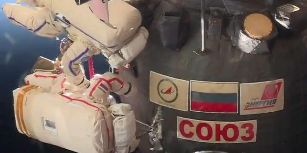 La fuite de la station spatiale internationale a été inspectée par deux astronautes